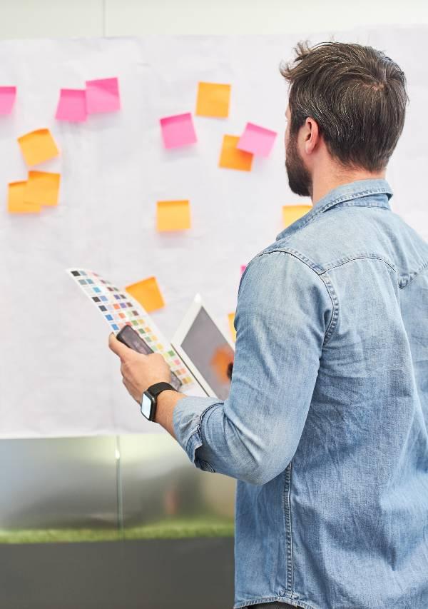 blog brainstorming on sticky notes